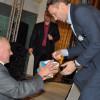 У Хмельницькому прихильник футболіста Шевченка подарував презент його новонародженому сину