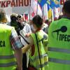У Хмельницькому на політичну акцію опозиції міліція одягнула журналістів у спецжилети – ФОТО