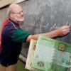 Якою має бути гідна зарплата вчителя?