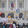 """""""Майданівці"""" повністю заблокували входи і виходи до Хмельницької ОДА – ФОТО, ВІДЕО"""