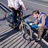 """У Кам'янці-Подільському активісти """"націоналізували"""" міст та велосипед перехожого"""