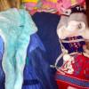 Вже зібрані речі, іграшки, взуття для діток з Донецька які наразі перебувають у Краматорську.