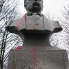 У Шепетівці невідомі облили фарбою пам'ятник Шевченку