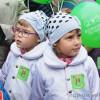 У Хмельницькому близнята не злякались негоди і вийшли на парад