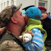 Хмельницьких міліціонерів з АТО зустрічали зі сльозами щастя