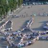 У Хмельницькому сформували Тризуб з людей у вишиванках