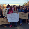 """Під міською радою підприємці мітингують проти """"50 метрів тверезості"""""""