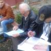 У Кам'янці-Подільському пенсіонер голосував на лавочці