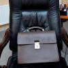 Наелектризований стілець