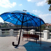У Кам'янці-Подільському встановили лавку-парасольку для підзарядки гаджетів