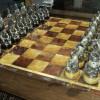 Ювелір зі Славути до 100-ліття Острозького заповідника виготовив унікальні шахи зі срібла та бурштину