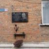 У Кам'янці-Подільському знайшли молодиків, які викрали прапори з пам'ятної дошки учасника АТО