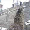 У Кам'янці-Подільському після обвалу демонтовують частину стіни Старої фортеці