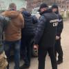 Секретаря Кам'янець-Подільського міськрайонного суду викрито на хабарі