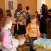 Вихованці  Хмельницького дитячого будинку отримали великодні подарунки