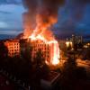 """Масштабна пожежа – у Кам'янці-Подільському підпалили колишній готель """"Україна"""""""