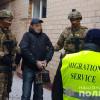 """Хмельницькі правоохоронці видворили з країни """"смотрящого за зоною"""" у Райківецькій виправній колонії"""
