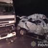 Поблизу Хмельницького авто врізалося у вантажівку, загинула жінка