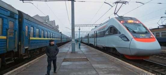 За останні два роки Хмельницька область заборгувала Укрзалізниці 14 млн грн за перевезення пільговиків