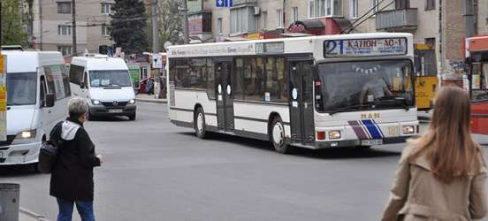 """""""Антимонопольники"""" вважають, що хмельницька влада обмежила конкуренцію на ринку пасажирських перевезень"""