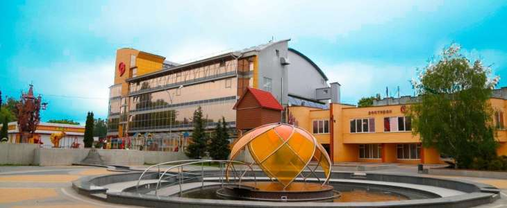 """Боротьба за колишній кінотеатр """"Сілістра"""": із фірми Вікарчука стягують майже 2 млн грн"""
