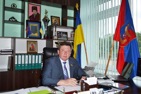 Голова Волочиської райдержадміністрації Ігор Добжанський зізнався, що на займаній посаді працює не за гроші