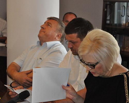 Заступник губернатора Леонід Гураль, нардеп Андрій Тягнибок, голова Комітету Ірина Сех. Фото Віталія Тараненка
