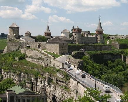 Замковий міст. Фото з сайту Кам'янець-Подільської міськради