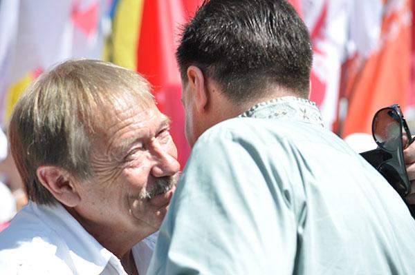 Лев Бірюк в обіймах Тягнибока. Фото ngp-ua.info
