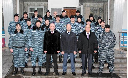 Начальник обласної міліції вручив чергові звання беркутівцям, які перебувають зараз у Києві