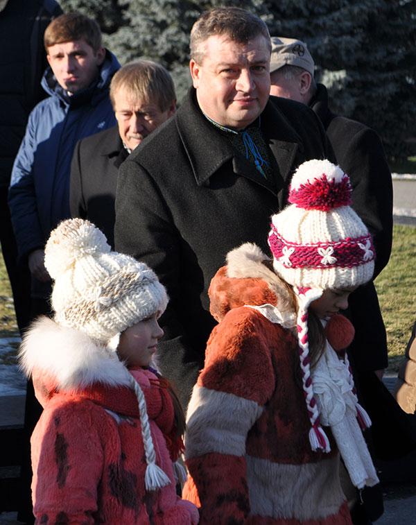 Сабій прийшов на Євромайдан з доньками. Фото Віталія Тараненка