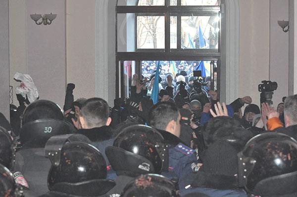 Як це було: Хмельницький доповнив список міст, в яких активісти захопили ОДА