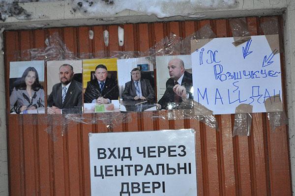 Гаврішко і Бернадська прорвалися на роботу до Хмельницької ОДА крізь пост Майдану (ВІДЕО)