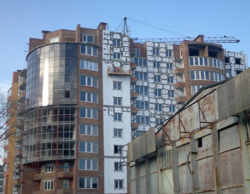 """На фото: Незавершене будівництво другої та третьої черг комплексу """"Мирний"""""""