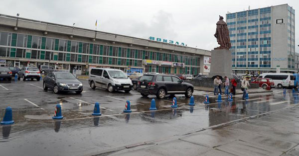 Привокзальна площа Хмельницького. Фото ye.ua