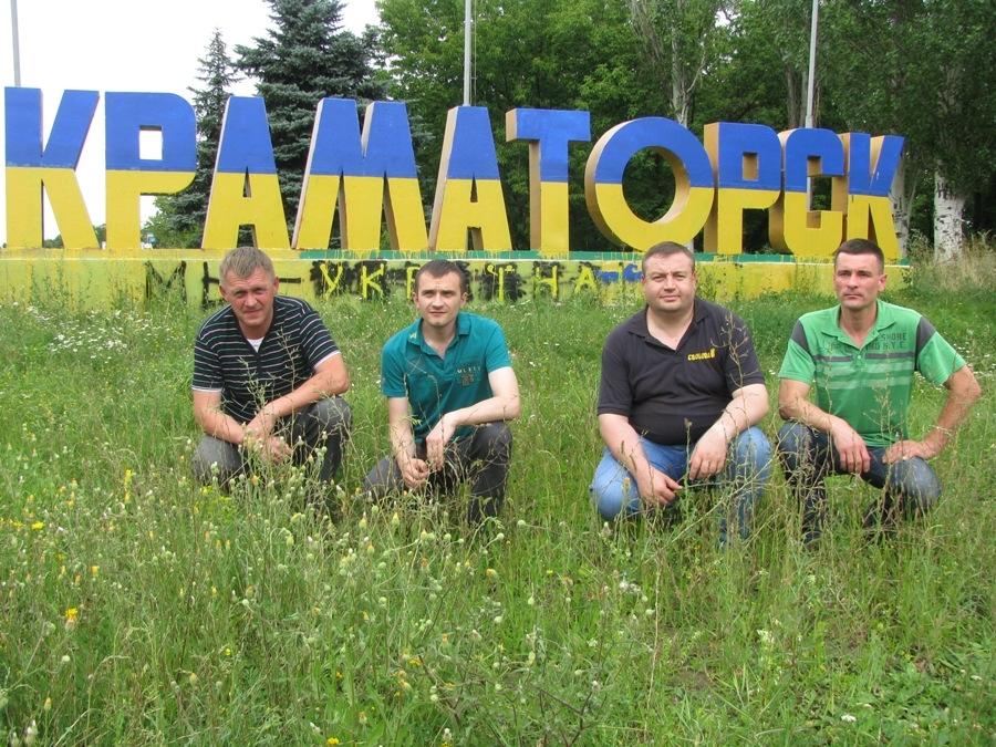 Разом з нардепом Сабієм, заступником голови облради Хитруком та головою райради Прокоповим на вїізді в Краматорськ