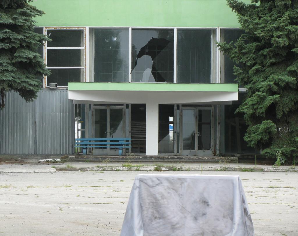 аеропрт Краматорська, найцікавіше, що метрів 100 хлопці звідси ганяли футобл
