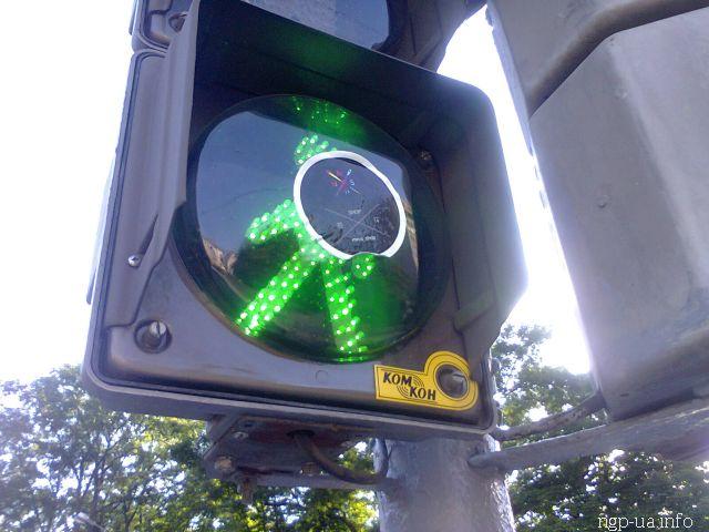 Один з прикладів вандалізму, який міг би зацікавити ДАІ: пошкодження світлофору