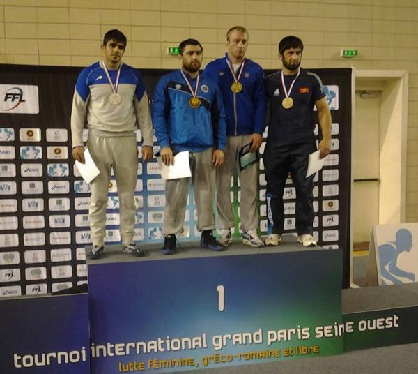 На фото Павло Олійник (третій зліва)