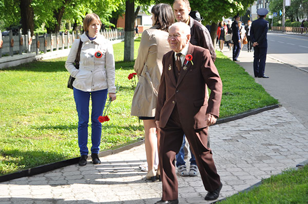 """90-річний """"упівець"""" Зіновій Комарницький прийшов на парад. Фото Віталія Тараненка"""