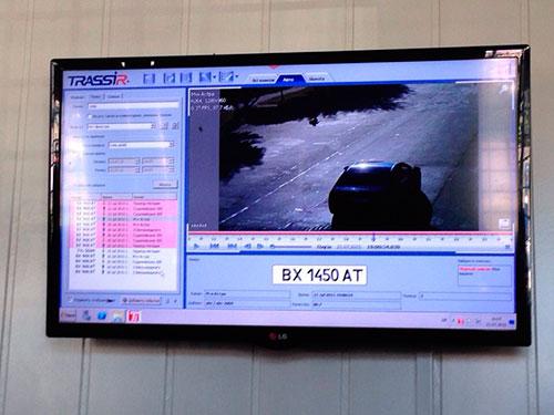 Запис з камер відеоспостереження виводиться на монітор у шепетівський відділок міліції. Фото Афіни Черкезової, НГП