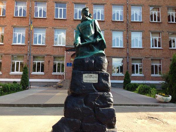 Пам'ятник Миколі Островському. Фото Афіни Черкезової, НГП