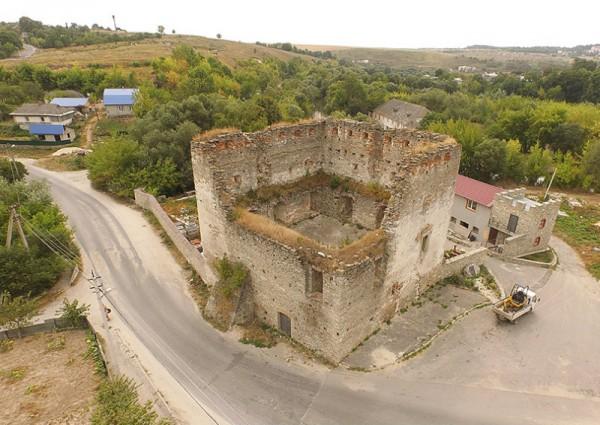 """На відміну від абсолютної більшості українських міст, Сатанів зберіг свій старовинний """"парадний вхід"""""""