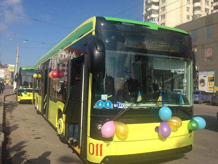 """""""Електрон"""" на вулицях Хмельницького. Фото НГП"""