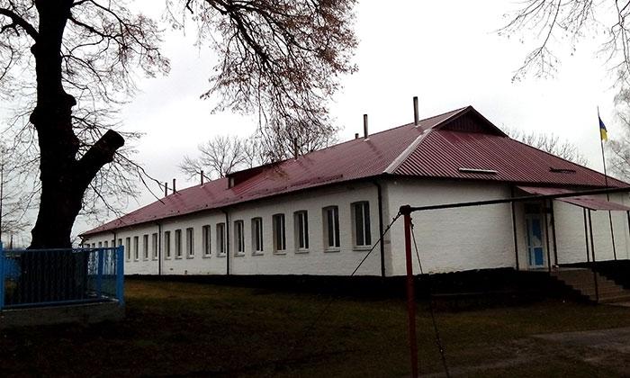 Діюча залузька школа після зовнішнього ремонту. Фото НГП