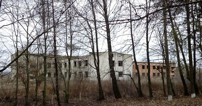 Школа-довгобуд у Залужжі. Фото НГП