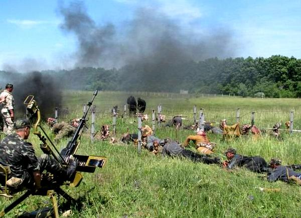 """Тренування бійців 8 полку спецпризначення на військовому полігоні під Хмельницьким, який почали """"дерибанити"""""""