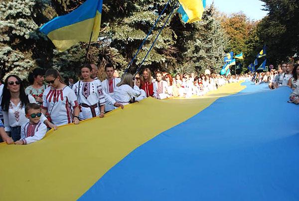 Парад вишиванок у Хмельницькому зібрав близько 1,5 тис. людей ...