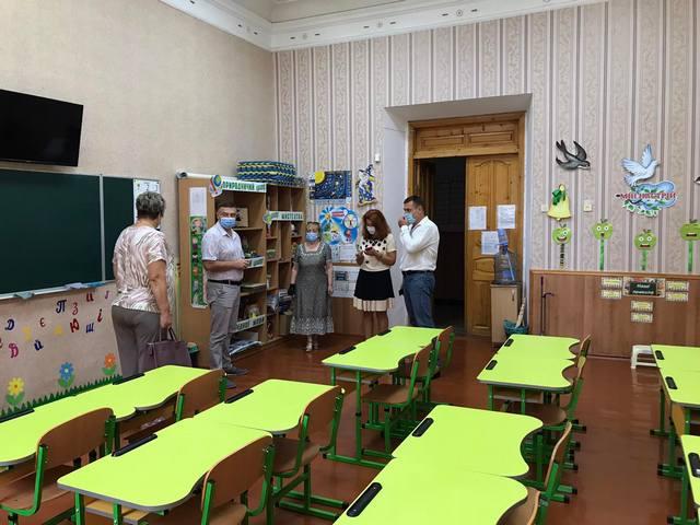 У Кам'янці-Подільському перевірили готовність шкіл до нового навчального року в умовах карантину